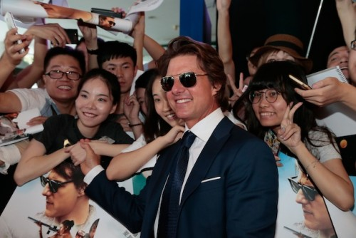 Tom Cruise poses with fans