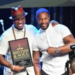 inger Ne-Yo (L) accepts the award for Winning R&B/Hip Hop Song for 'She Knows'