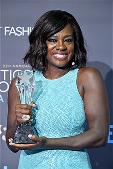 Viola with award for Fences