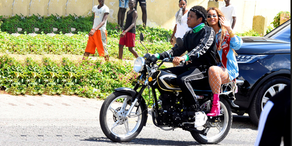 Jay Z and Beyonce On The Run in Trenchtown, Jamaica
