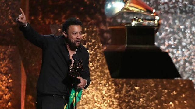 Shaggy accepts the award for best reggae album