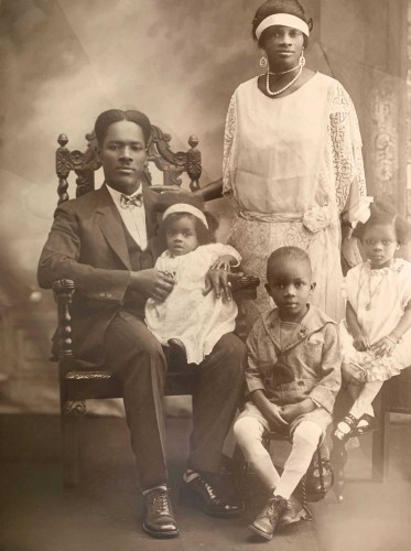L-R: William Augustine Tyson (father), Emily Rebecca Tyson (sister), Frederica Theodosia Tyson (mother), Melrose Emanuel Tyson (brother), and Cicely Tyson. ca 1927 (PUBLIC DOMAIN)